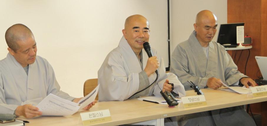 """화합과혁신위원회 위원장 정념스님(가운데)은 """"미래 한국불교와 종단이 나아갈 길을 만드는 데 중요한 역할을 해달라""""고 당부했다."""