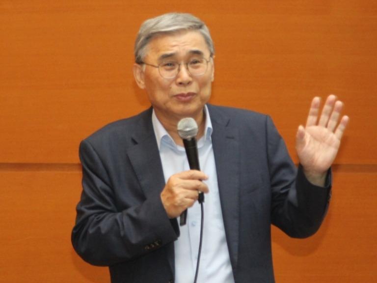 이종석 세종연구소 수석연구위원은 8월28일 민추본이 개최한 '7기 민족공동체 불교지도자과정 실내강좌'에서 현재 남·북 경색 국면을 타개할 방법에 대해 강연했다.