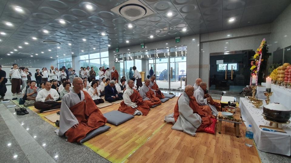 범어사는 9월3일 선문화교육센터 4개동에 석가모니불과 관세음보살을 모시고 점안식을 봉행했다.