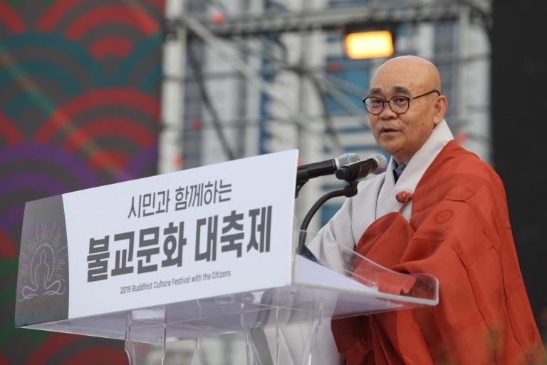 대회사를 하고 있는 부산불교연합회장 경선스님.