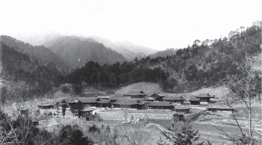 일제 강점기 당시의 금강산 유점사 전경. 지금은 군사지역에 포함돼있어 확인이 불가능하다. 터만 남아 있는 것으로 전해진다.