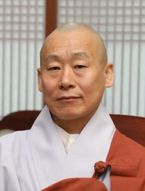 신임 총무원 사서국장 운문스님.