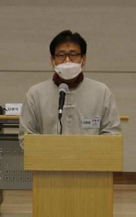 한국전쟁 당시 만화스님이 저술한 월정사 적광전 상량문에 대한 연구결과를 발표한 고영섭 동국대 교수.