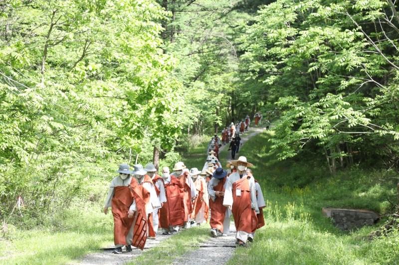 5월11일 사부대중 800여명이 참석한 가운데 상월결사 정신을 잇는 봉선사 자비순례가 봉행됐다.